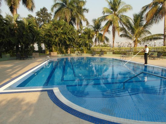 The Gateway Hotel Athwa Lines Surat: piscina