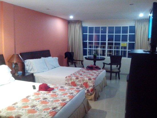 Hotel Bahia Sardina: Habitación en el cuarto piso