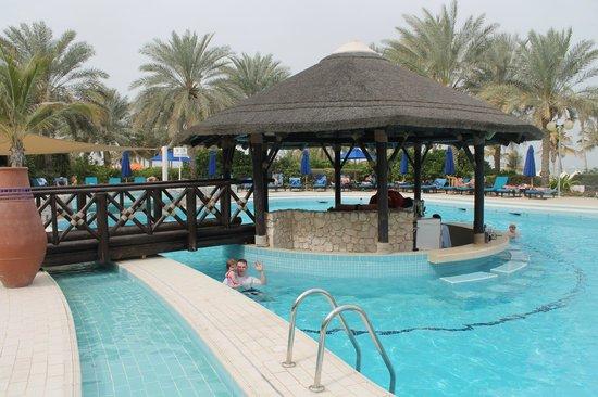 JA Jebel Ali Beach Hotel: Pool/Swim-up Bar