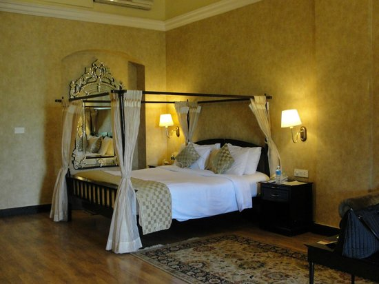 Royal Orchid Metropole Hotel: 2nd floor suite