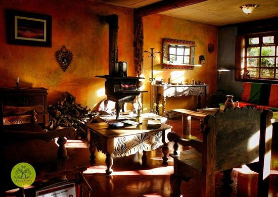 La Colina Lodge: Woodstove In Our Warm Dining Room