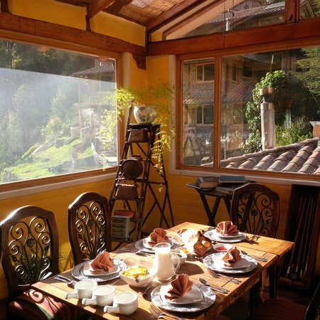 Hacienda Rumiloma: breakfast in the sun room