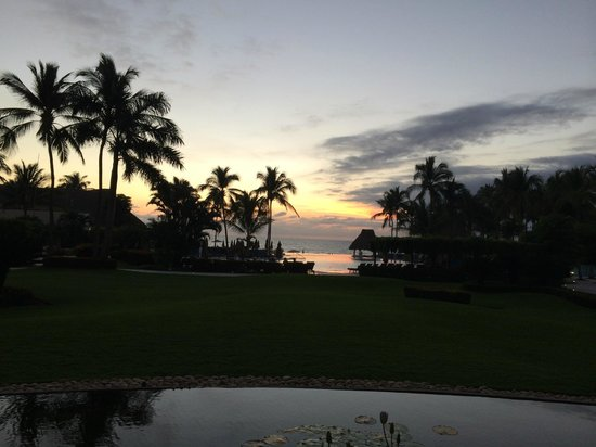 Grand Velas Riviera Nayarit: Sunset from the piano bar!