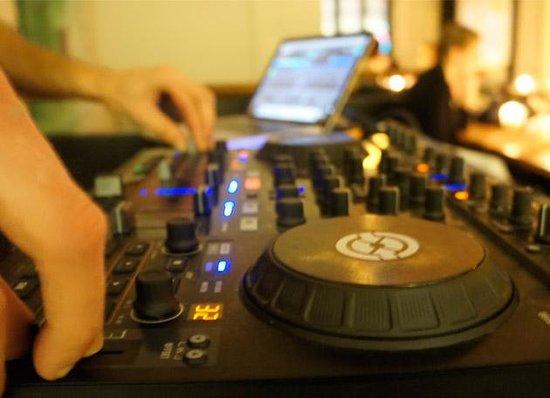 Cafe Katz: DJ playing his fresh music