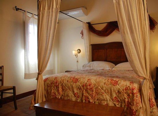 La Piana: camera da letto