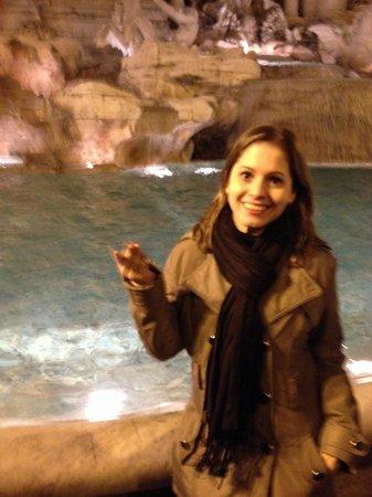 Trevi-Brunnen (Fontana di Trevi): Moedas da sorte nós trarão de volta a cidade eterna !! Lugar fantástico