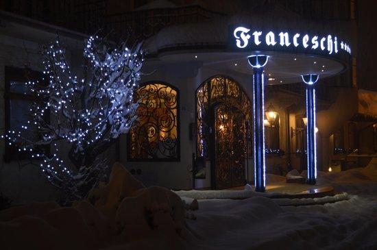 Franceschi Park Hotel: La bellissima entrata, suggestiva con la neve!