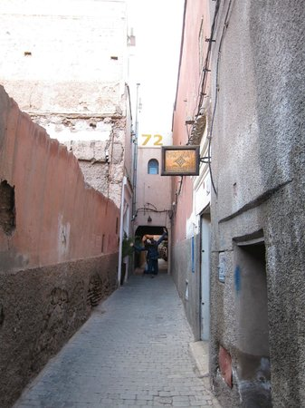 The corridor to Riad 72 (notice the number painted in yellow on top).