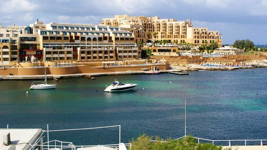 Spinola Bay: Clean waters