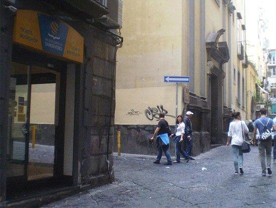 Cappella Sansevero: Билетные кассы рядом со входом