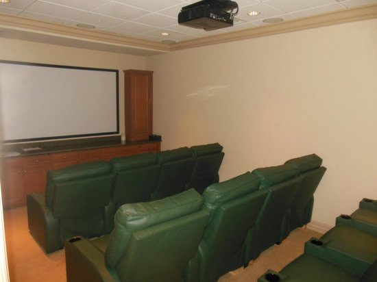 Naples Motorcoach Resort: movie room