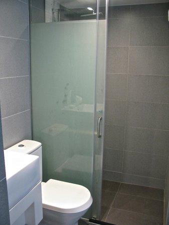 Hotel LBP: Bathroom