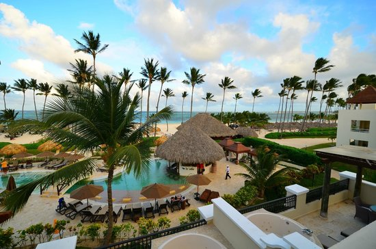 Secrets Royal Beach Punta Cana: Preferred Club Pool area