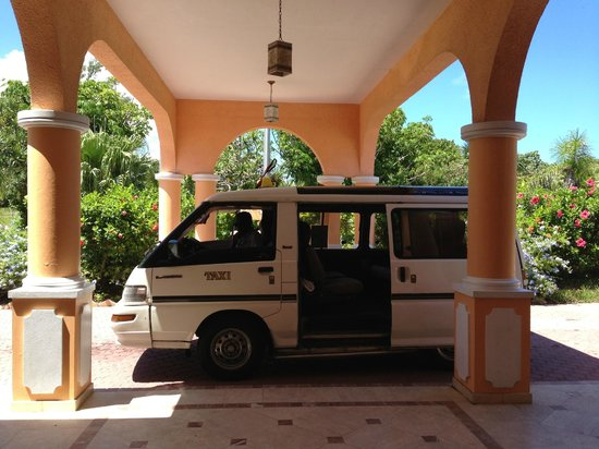 Coco Reef Resort Bermuda: cab to the city center.