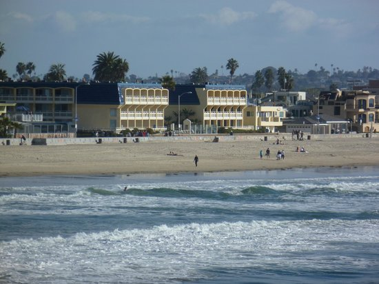 Blue Sea Beach Hotel: View of the hotel from the Crystal Pier