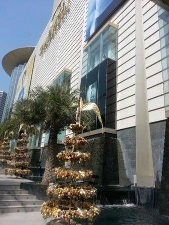 Paragon Cineplex: Paragon: Christmas decoration