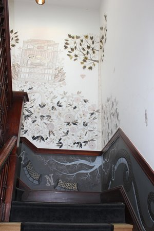 Ace Hotel Portland: Painted stairwell