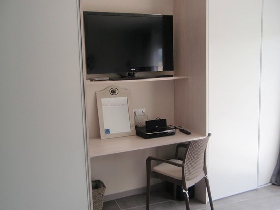 Le Cassiopee : Bureau et vidéo dans chaque chambre