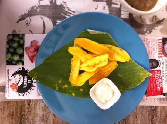 La Mulata: Fried plantains with sour cream