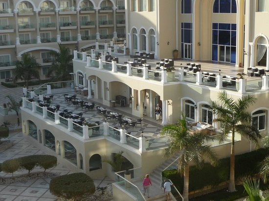 Premier Le Reve Hotel & Spa (Adults Only): le restaurant en terrasse