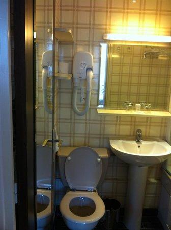 Hotel du College de France : clean bathrooms