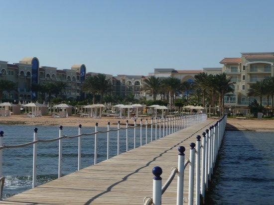 Premier Le Reve Hotel & Spa (Adults Only): ponton dans la mer