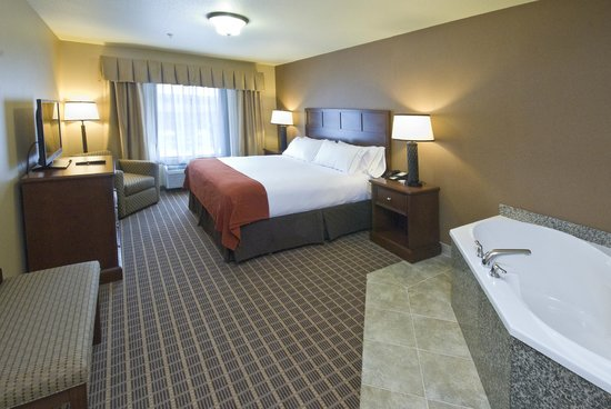 Holiday Inn Express & Suites - The Hunt Lodge: Jacuzzi Suite