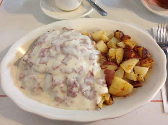 Sunryser Country Store & Deli: Creamed chipped beef and home fried potatoes.
