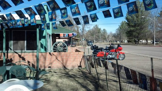 Wagon Wheel Saloon: Stop at the Wagon Wheel for some R and R