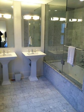 Melrose Mansion: Updated Bathrooms