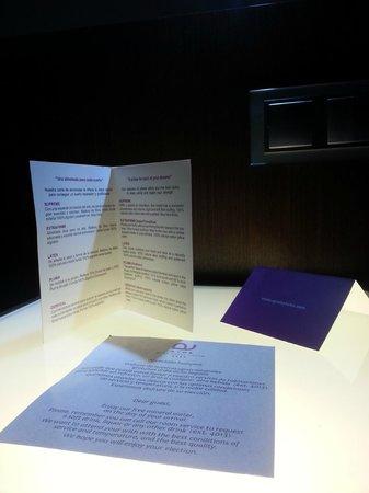 Ayre Gran Hotel Colon: Carta de almohadas en la habitación