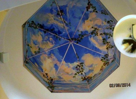 Meadowmere Resort : Ceiling above the hallway overlook.