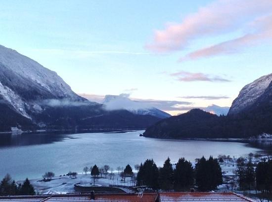 Alexander Hotel Alpine Wellness Dolomites: il lago di Molveno dalla camera