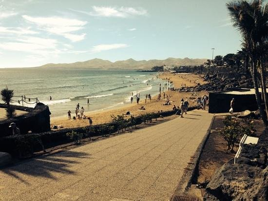 Sol Lanzarote All Inclusive : walking to the Port