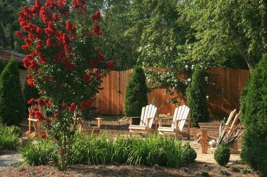 The Windover Inn Bed & Breakfast: The fire pit in Summer