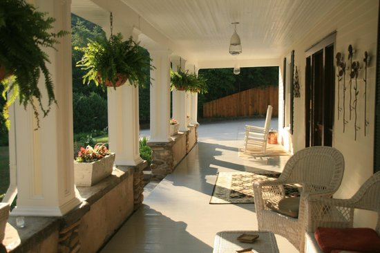 The Windover Inn Bed & Breakfast: The porch in the Summer