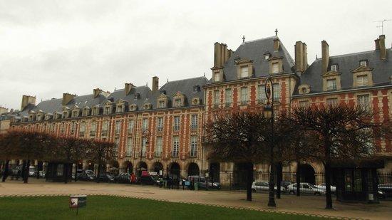 Le Marais: Place des Vosges, het oudste plein van Parijs