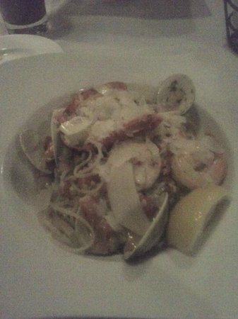 Meadowmere Resort: Maine Seafood Pasta at Jonathan's (sorry for the poor pic quality)