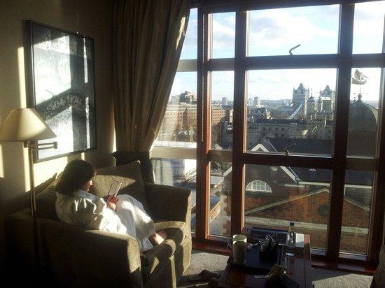 Grange City Hotel: Afternoon Sun, room 812