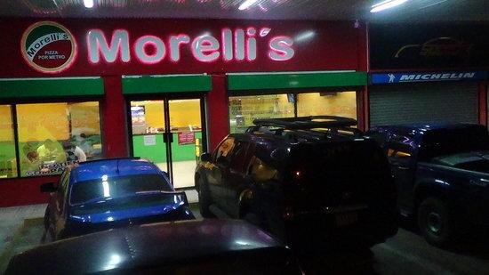 Morelli's Pizza por Metro : El local desde  afuera
