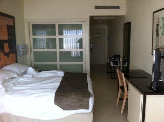 H10 Estepona Palace: the room