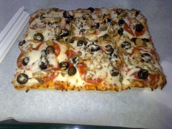 Morelli's Pizza por Metro: Peperonoi y aceituna