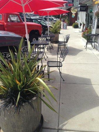 Cayucos Deli : Sidewalk seating @ A Deli with PieMan Pies