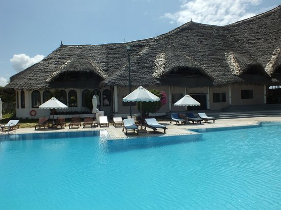 Garoda Resort: piscina