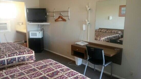 Tops Motel: Double room