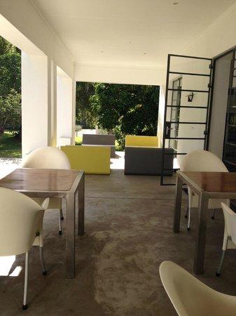 Bloomestate: Groovy lounge area