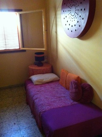 Cactus B&B : Tiwn Bed in room