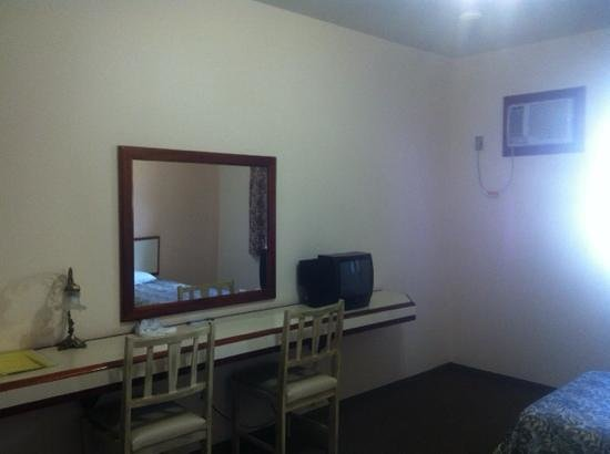 Chaillot Plaza Hotel: Quarto 1o andar