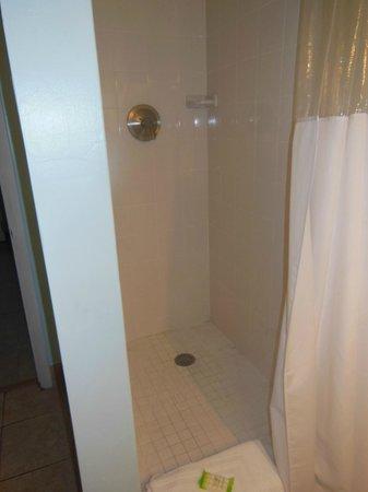 Drop Anchor Resort : Shower
