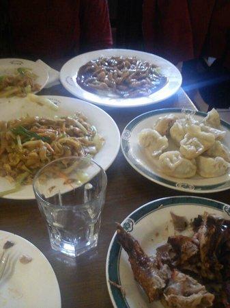 Chen Ji: Guo Tie, Pollo con Salsa Pequín, Pato Asado y Tallarines con huevo